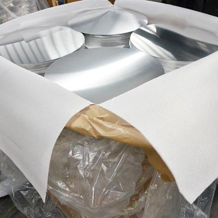 círculo en blanco de aluminio